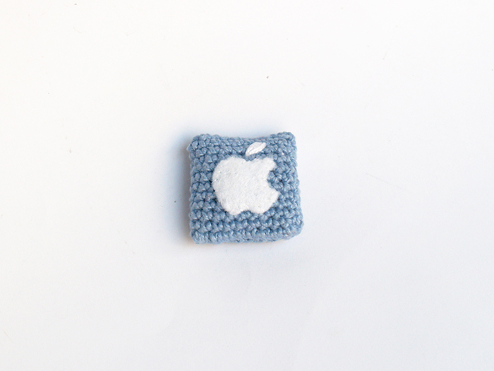 broche apple