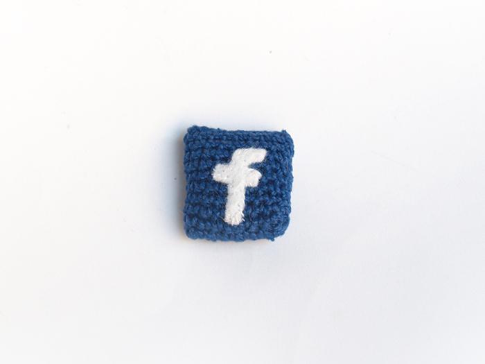 broche facebook