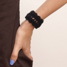 black crochet bracelet / brazalete negro de ganchillo
